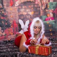 снегурка с подарком :: Светлана Бурлина