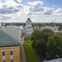 Вид со смотровой башни Кремля в Ростове Великом :: leo yagonen
