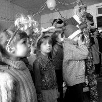 Дед Мороз у беженцев. Недорадость. :: Ирина Хан