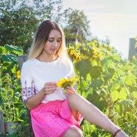 Девушка на заборе :: Сергей Винтовкин