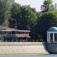 Беседка на берегу реки :: Вера Щукина