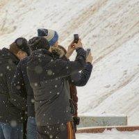 Туристам снегопад не помеха. :: Анатолий. Chesnavik.