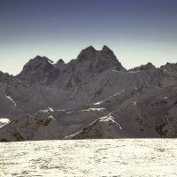 Величественная  Ушба (4690 метров) :: Леонид Сергиенко