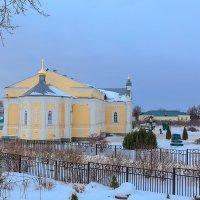 В монастыре в Дивеево :: Александр Синдерёв