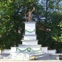 Памятник   советским   воинам   в   Рахове :: Андрей  Васильевич Коляскин