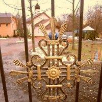 Крест на вратах храма :: Дмитрий Никитин