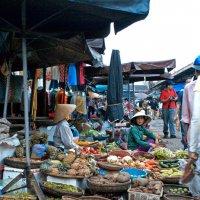 Уличный рынок :: Alexander Dementev