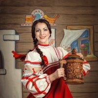 Красный сарафан :: Olga Burmistrova