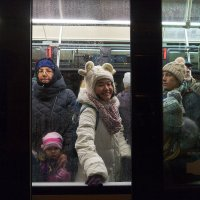Рижский трамвай на Новый год. :: Евгений Поляков
