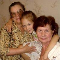 Две бабушки и одна внучка :: Нина Корешкова