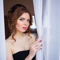 Девушка в черном :: Артём Кыштымов