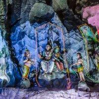 Сцены индийского эпоса в пещере Бату (Batu Cave), Куала-Лумпур, Малайзия. :: Edward J.Berelet