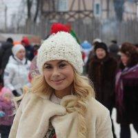 Блондинка в белом :: Дмитрий Солоненко
