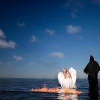 Демон похищает ангела! :: Mitya Galiano