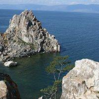 Вид на бухту и скалу Шаманка :: Дмитрий Солоненко