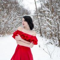 девушка в красном :: Ольга (Кошкотень) Медведева