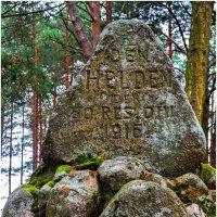 Старая могила... :: Vladimir Semenchukov