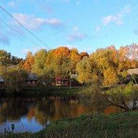 Осень у реки :: Tatiana Kravchenko
