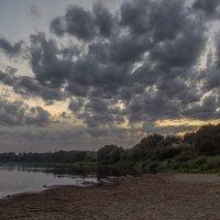Вечером на пляже. :: Елена Струкова