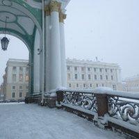 на Дворцовой в снежный день :: Елена
