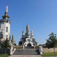 Храмовой комплекс в селе Буки :: Сергей Кондратович
