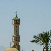 Хургада, мечеть с минаретом :: Ирина Приходько