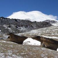 Эльбрус и каменные грибы :: Наталья Кичигина