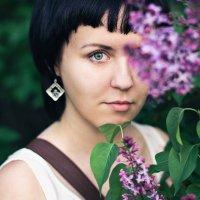 Девушка в сирени. :: Evgeniy Goryavin