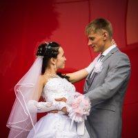 Любовь на красном фоне :: Sergey Serov