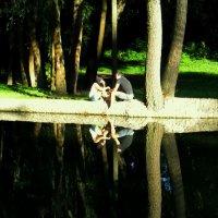 ...и у каждого зеркала, и у каждой реки наши души крадут двойники... :: Ирина Сивовол
