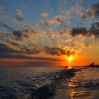 Закат на пляже :: Юрий Саевич