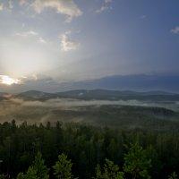 Где-то там за туманами :: Denis Zakalyapin