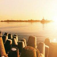 Морские ворота самого запада России на закате :: Руслан Смолин