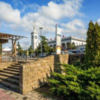 Вокзал и южная растительность :: Юлия Батурина