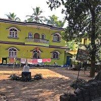 Богатые  тоже  сушат бельё на  веревках в  Индии! :: Виталий Селиванов