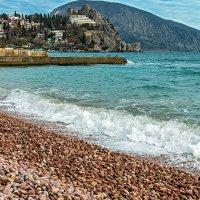 Розовые пляжи Гурзуфа :: Юрий Яловенко