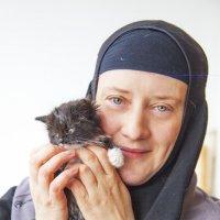 Сестра Иоанна и котенок :: Ольга Милованова