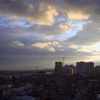 Вечер над городом :: Леонид