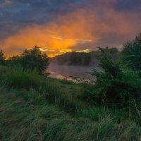 В восходной подсветке речного тумана. :: Igor Andreev