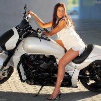 Девушка на мотоцикле (5911) :: Виктор Мушкарин (thepaparazzo)
