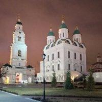 Свято-Успенский собор и колокольня Астраханского кремля :: Валерий Ткаченко