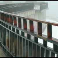 ГРАФИКА  В ТУМАНЕ. Волгоградский  мост через Волгу. (5 фотографий) :: Юрий ГУКОВЪ