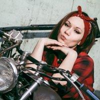 девочки тоже любят мотоциклы :: Олег CHE