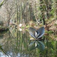 Скульптура на воде пруда :: Natalia Harries