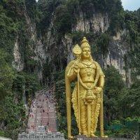Пещеры Бату в Куала-Лумпур :: Владимир Леликов