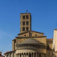 Ареццо. Церковь Санта-Мария-дел-ла-Пьеве. :: Надежда Лаптева