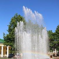 Девочка у фонтана :: Ольга