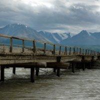 Мост через Чую в пасмурный день :: Валерий Михмель