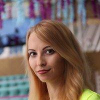 Вика в жёлтом. :: Александр Бабаев