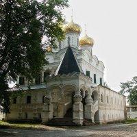 Храм в Ипатьевском монастыре. Кострома :: MILAV V